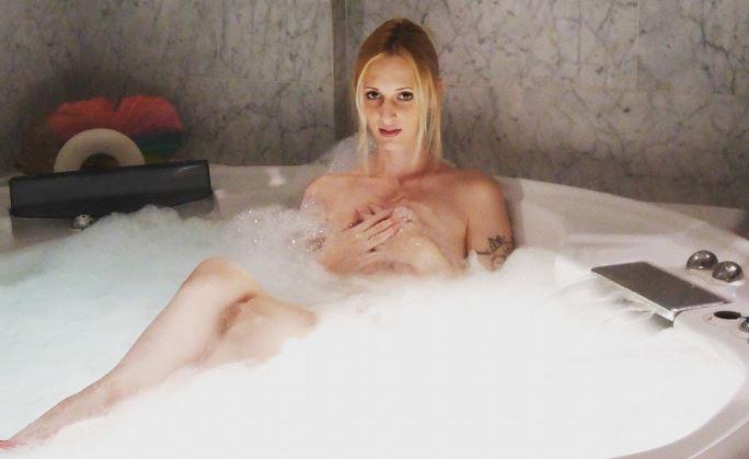 Rebecca volpetti and luna ramondini porn with andrea dipre 8